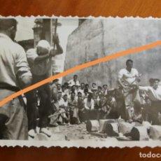 Fotografia antiga: ANTIGUA FOTOGRAFÍA. AIZKOLARI. DEPORTE CORTA DE TRONCOS. TÍPICO DEL PAÍS VASCO. FOTO AÑO 1949.. Lote 205393282