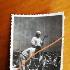 Fotografía antigua: ANTIGUA FOTOGRAFÍA. AIZKOLARI. DEPORTE CORTA DE TRONCOS. TÍPICO DEL PAÍS VASCO. FOTO AÑO 1949.. Lote 205393358