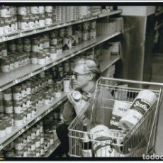 Fotografía antigua: ANDY WARHOL - BOB ADELMAN - SHOPS AT GRISTEDES SUPERMARKET -1965- FOTOGRAFIA. Lote 206118607