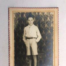 Fotografía antigua: NIÑOS ALICANTE. FOTOGRAFÍA ANTIGUA. ADOLESCENTE CON PANTALÓN CORTO. FOTO JEMA (H.1950?). Lote 206284590