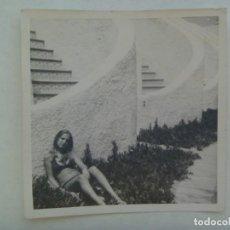 Fotografía antigua: FOTO DE CHICA EN BAÑADOR. Lote 206286122