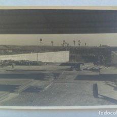 Fotografía antigua: FOTO DE UN EDIFICIO EN CONSTRUCCION, AÑOS 50. DE GELAN, SEVILLA ......... 11 X 16,5 CM. Lote 206287571