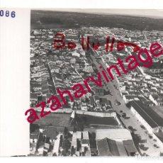 Fotografía antigua: BOLLULLOS DEL CONDADO,HUELVA, ANTIGUA FOTOGRAFIA,VISTA AEREA, PAISAJES ESPAÑOLES,128X178MM. Lote 206314453