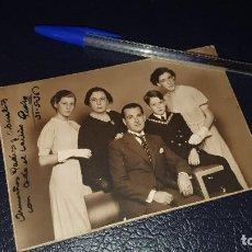 Fotografía antigua: FOTOGRAFIA FAMILIAR EN CARTON RIGIDO, FOTO STUDIO LUMIERE DE BARCELONA,14,5 X 10 CM.. Lote 206325518
