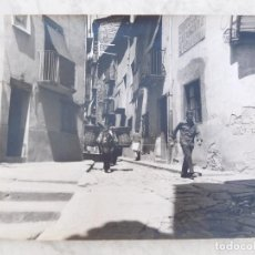 Fotografía antigua: FOTOGRAFÍA ANTIGUA DE GRAN FORMATO 28,5 CM X 23,5 CM HOMBRE CON BURRO CARGADO. Lote 206338211