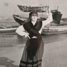 Fotografía antigua: FOTOGRAFÍA ANTIGUA GALICIA COMBARRO TRAJE REGIONAL. Lote 177689863