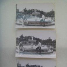 Fotografía antigua: LOTE DE 3 FOTOS DE JOVENES Y UNA FUENTE. Lote 206584921
