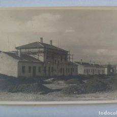 Fotografía antigua: FOTO DE UN EDIFICIO EN CONSTRUCCION, AÑOS 50. DE GELAN, SEVILLA ......... 11 X 16,5 CM. Lote 207262303