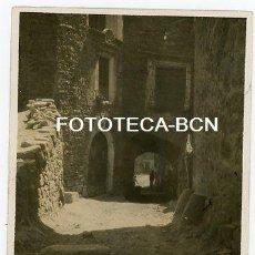 Fotografia antiga: FOTO ORIGINAL POSIBLEMENTE TOSSA DE MAR CALLE DE LA POBLACION AÑOS 30. Lote 207941968