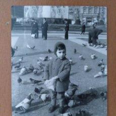 Fotografía antigua: FOTO MINUTERO NIÑO PLAZACATALUÑA (BARCELONA) DISTRIBUIDORA FOTOGRAFICA. Lote 209359011