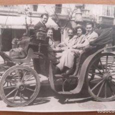 Fotografía antigua: FOTO COCHE DE CABALLOS EN CADIZ 1947. Lote 209868510