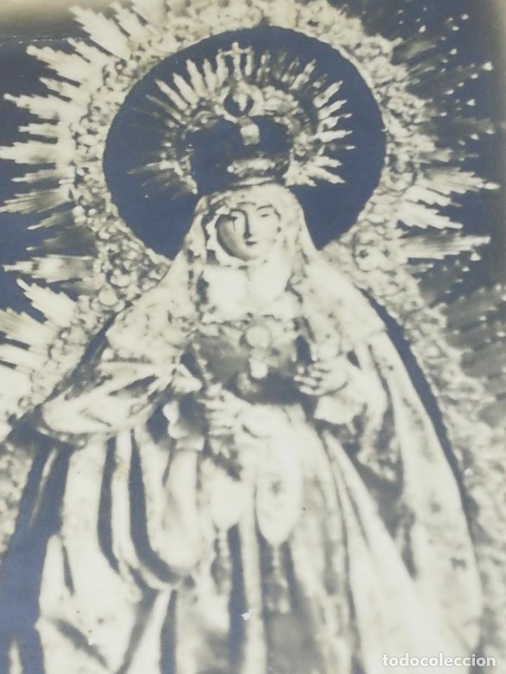 Fotografía antigua: ANTIGUA FOTOGRAFIA. RELIGIOSA. SEÑORA DE LAS NIEVES. PATRONA DE ARCOS DE LA FRONTERA. 19 X 28CM. - Foto 2 - 209997651