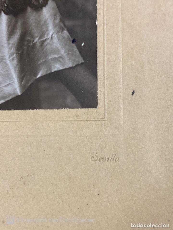 Fotografía antigua: ANTIGUA FOTOGRAFIA DE ESTUDIO DE SEÑORITA CON MANTILLA. J. BARRERA. SEVILLA. VER - Foto 3 - 210000412