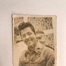 Fotografía antigua: LAS PALMAS - MILITAR, FOTOGRAFIA JOVEN SOLDADO DEL CUERPO DE INGENIEROS (A.1945). Lote 210524398