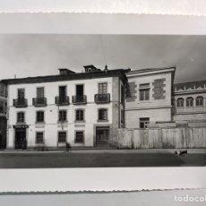 Fotografía antigua: LUGO. FOTOGRAFÍA MILITAR. GOBIERNO MILITAR, ANTIGUO CONVENTO DE SAN FERNANDO (H.1957?). Lote 210525786