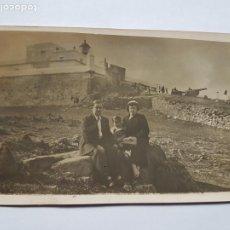 Fotografía antigua: 1937 FAMILIA EN EL CERRO, FORTALEZA CAÑONES. WAR CANYON, WAR CANYON, MONTEVIDEO URUGUAY. Lote 210528443