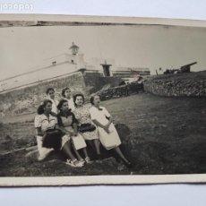 Fotografía antigua: FAMILIA EN EL CERRO, FORTALEZA CAÑONES. WAR CANYON, WAR CANYON, MONTEVIDEO URUGUAY. Lote 210528453