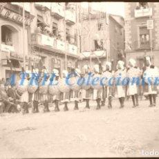 Fotografía antigua: ALCOY, ALICANTE - FILAES MOROS Y CRISTIANOS - CLICHE NEGATIVO DE 35 MM EN CELULOIDE - AÑOS 1950-60. Lote 211386562