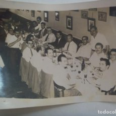 Fotografía antigua: PROTECTORADO : FOTO DE SEÑORES ESPAÑOLES EN CONVITE . DE CASANOVA, TANGER .... 13 X 18 CM. Lote 211552622