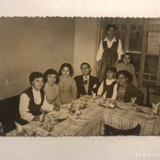 Fotografía antigua: VALENCIA FOTOGRAFÍA ORÍGINAL, TARDE DE MERIENDA Y CELEBRACIONES.., FOTO: J. RAGA (H.1950?). Lote 211731651