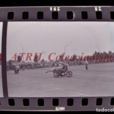 Fotografía antigua: VALENCIA POLICIA MUNICIPAL MOTOS, AV DE LA PLATA, 6 CLICHES NEGATIVOS DE 35 MM EN CELULOIDE AÑO 1979. Lote 211802712