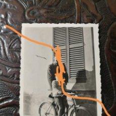Fotografía antigua: ANTIGUA FOTOGRAFÍA DE FIGUERES. GIRONA. FOTO AÑO 1942.. Lote 211886728