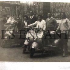 Fotografía antigua: FOTOGRAFIA ORIGINAL VESPA CONCENTRACION VESPA CLUB GRANOLLERS. Lote 211904976