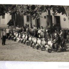 Fotografía antigua: FOTOGRAFIA ORIGINAL VESPA CONCENTRACION VESPA CLUB GRANOLLERS. Lote 211905076