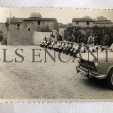 Fotografía antigua: FOTOGRAFIA ORIGINAL VESPA CONCENTRACION VESPA SEAT 1500. Lote 211905962