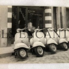 Fotografía antigua: FOTOGRAFIA ORIGINAL VESPA CONCESIONARIO VESPA BUSQUETS GRANOLLERS. Lote 211906191