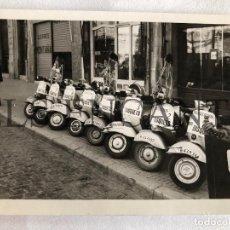 Fotografía antigua: FOTOGRAFIA ORIGINAL VESPA CONCESIONARIO VESPA BUSQUETS GRANOLLERS. Lote 211906276