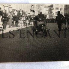 Fotografía antigua: FOTOGRAFIA ORIGINAL VESPA GYMCAMA. Lote 211906457