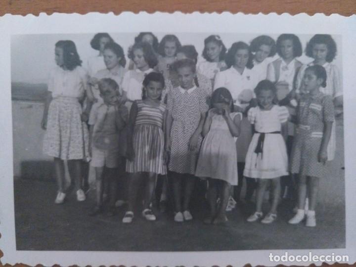 Fotografía antigua: DOS FOTOS LA AMETLLA GRUPO DE NIÑOS AGOSTO 1943 - Foto 2 - 212184667
