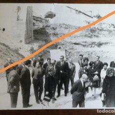 Fotografía antigua: FOTOGRAFÍA ANTIGUA. REY DE ESPAÑA JUAN CARLOS I DE BORBÓN Y DOÑA SOFÍA, INAUGURACIÓN PRESA.. Lote 213471926