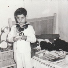 Fotografia antica: DÍA DE COMUNIÓN CON TRAJE DE MARINERO. FOTÓGRAFO LENCINA. AÑOS 60. SB. Lote 213718030