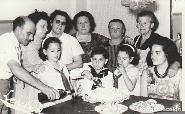 DÍA DE COMUNIÓN CON TARTA Y TRAJE DE MARINERO. FOTÓGRAFO LENCINA. AÑOS 60. SB (Fotografía Antigua - Fotomecánica)
