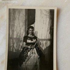 Fotografía antigua: MUJER GOYESCA ABANICO ANTIGUA FOTOGRAFIA VESTIDO GOYESCO MADROÑOS 5,9X4,3 CM. Lote 213801832