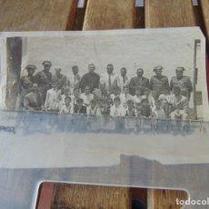 Fotografía antigua: FOTO FOTOGRAFÍA NIÑOS COLEGIO CURAS GUARDIA CIVIL DIPLOMAS 12 DE JUNIO 1952. Lote 214128267
