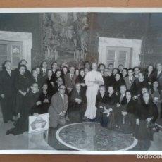 Fotografía antigua: FOTO OBLATS DE MONTSERRAT PAPA PIO XII CASTELGANDOLFO (ROMA) SETIEMBRE 1957. Lote 214453806