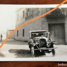 Fotografia antica: FOTOGRAFÍA ANTIGUA. PUEBLO DE GIRONELLA. BARCELONA. AUTOMÓVIL EN UNA CALLE. FOTO AÑO 1929.. Lote 216703107