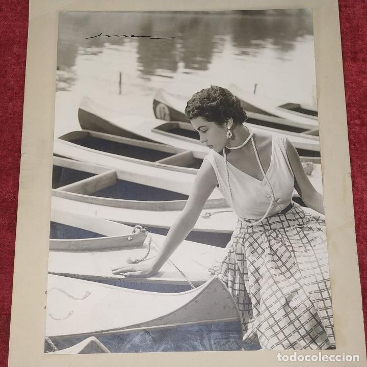 Fotografía antigua: 4 FOTOGRAFÍAS DE MARINA MARTINEZ SORIANO. FIRMADAS POR AMER VENTOSA. ESPAÑA. CIRCA 1955 - Foto 3 - 217088821