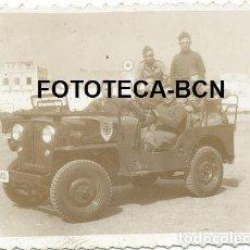 Fotografía antigua: FOTO ORIGINAL JEEP EJERCITO TIERRA ESPAÑA AÑOS 50 SOLDADOS - FOTOGRAFO J VEGA MELILLA. Lote 218159196