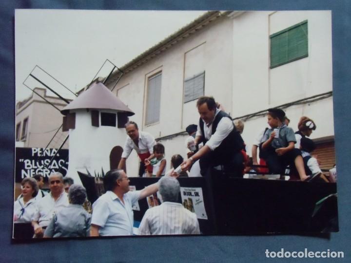 JUMILLA(MURCIA)FIESTAS DEL VINO,AÑOS 80. PEÑA BLUSAS NEGRAS. (Fotografía Antigua - Fotomecánica)