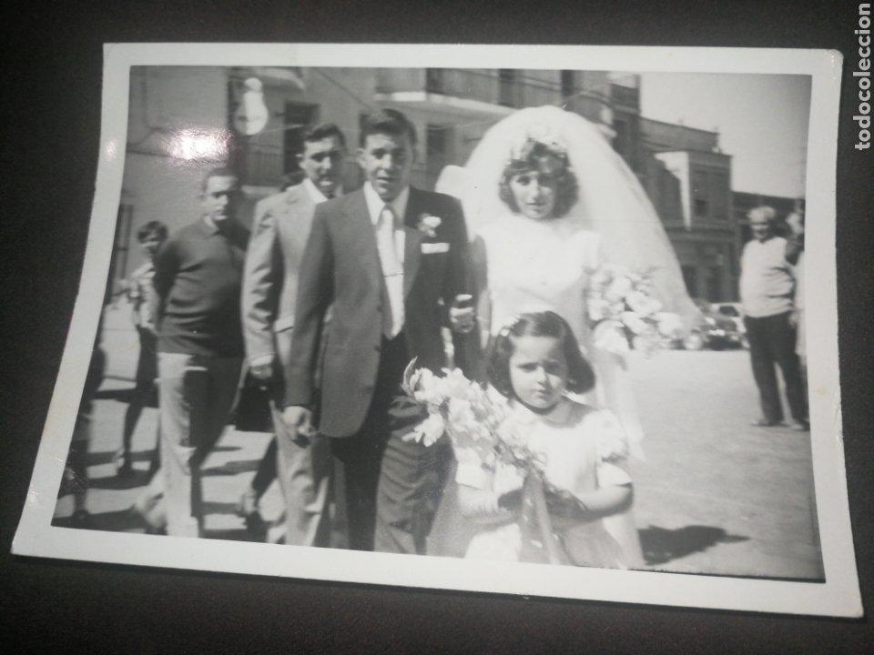 ANTIGUA FOTOGRAFÍA FAMILIAR, BODA, CARTEL LUMINOSO PHILIPS FONDO (Fotografía Antigua - Fotomecánica)