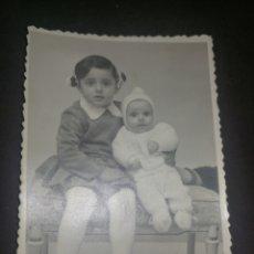 Fotografía antigua: ANTIGUA FOTOGRAFÍA NIÑOS, AÑOS 40,ESTUDIO JOSÉ, MADRID.. Lote 218543223