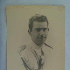 Fotografía antigua: ACADEMIA GENERAL DEL AIRE : GRAN FOTO DE CADETE DE AVIACION ... TROQUELADA DE 1,5 X 23,5 CM. Lote 218545958