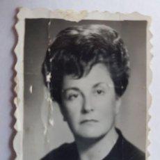 Fotografía antigua: MUJER, WOMAN, FEMME, 1962 FOTO CARNET, PASSPORT PHOTO - PASSEPORT. Lote 218649288