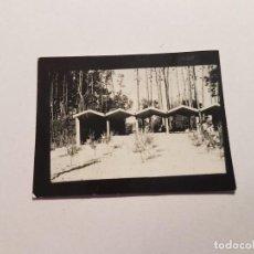 Fotografía antigua: COCHERAS EN LA ARENA, PEQUEÑA FOTO. SMALL PHOTO. PETITE PHOTO. GARAGES IN THE SAND, GARAGES DANS LE. Lote 218649465