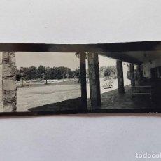 Fotografía antigua: PARQUE JARDIN PISCINA, PEQUEÑA FOTO. SMALL PHOTO. PETITE PHOTO, PARC JARDIN PISCINE, SWIMMING POOL G. Lote 218649522