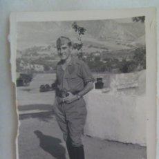 Fotografía antigua: FOTO DE MILITAR DE CABALLERIA CON ROPA DE FAENA Y BOTAS DE MONTAR, 1955. Lote 218652475